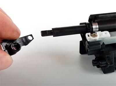 как присоединить контакт к магнитному валу картриджа canon 725