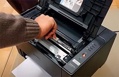 не вытягивается картридж с принтера LBP7010C, LBP7018C