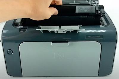 как установить картридж canon 725 в принтер